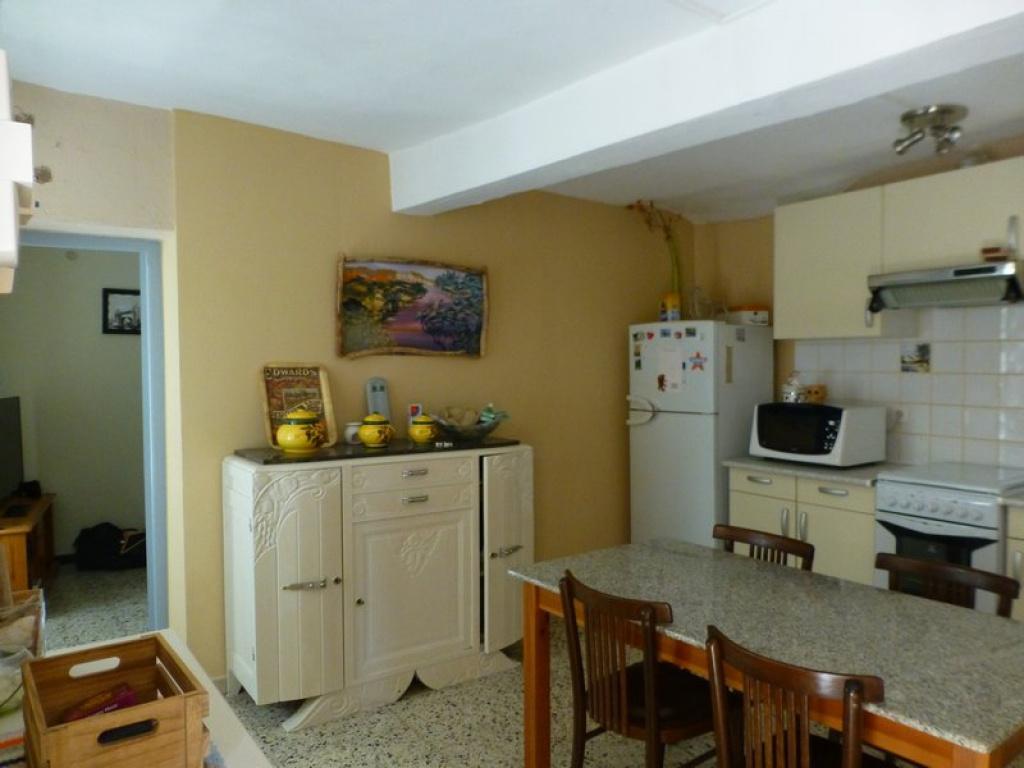 Cuisine Séparée Du Salon maison de village t4, située au centre du village, en très bon état général  avec cuisine séparée salon / séj